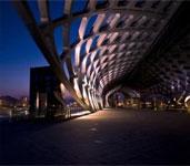 集钢结构、装饰装修、建筑幕墙及市政园林绿化为一体